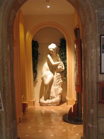Oscar Wilde in Paris, Hotel Louvre Marsollier Opera in Paris