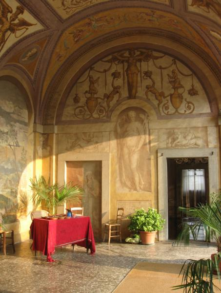 Searching for a vacation rental in Tuscany, one with a grand dining room