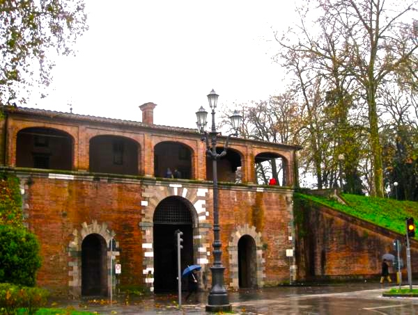 Cycling in Lucca, Italy, on the old city walls