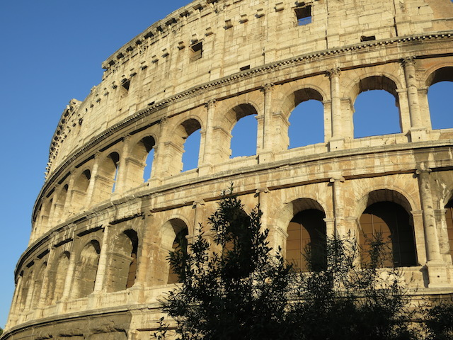 Avoid a hotel disaster in Rome, Colloseum