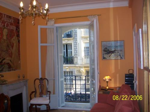 Nice apartment rental, budget tips for vacation rentals in France