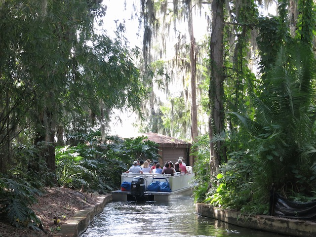 Scenic boat tour of Winter Park Florida undiscovered