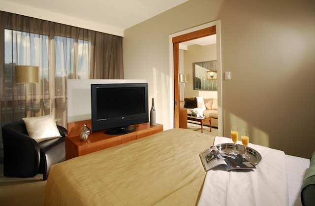 Hotel Le Crystal bedroom with flatscreen TV