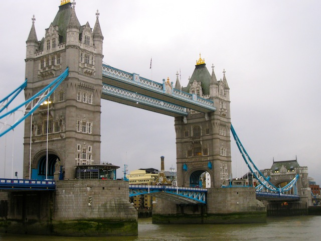 London Bridge England Best free luxury travel activities and perks
