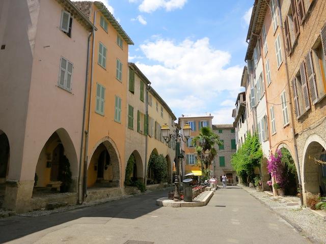 Les Place aux Arcades Biot South of France