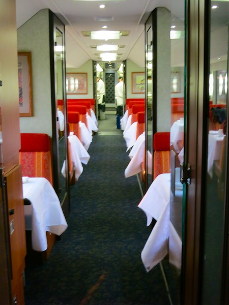 Rocky Mountaineer scenic train routes dining car