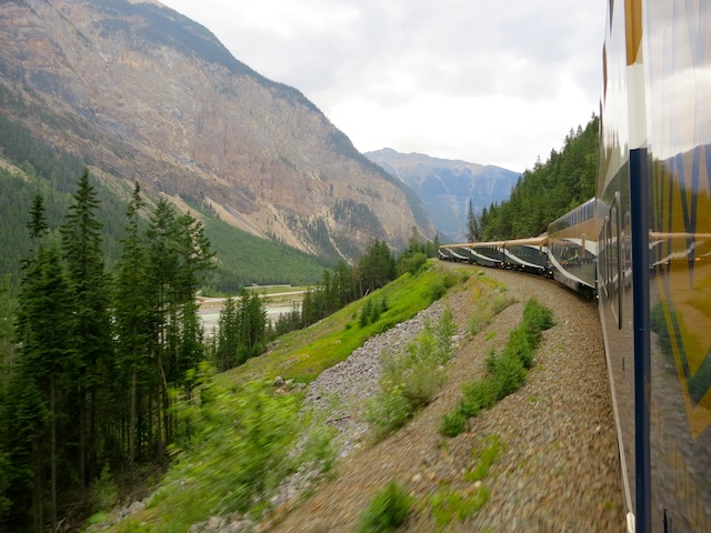 Rocky Mountaineer scenic train routes Vancouver to Banff