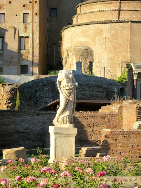 Cities in Italy, what to do in Rome, see the Temple of Vesta