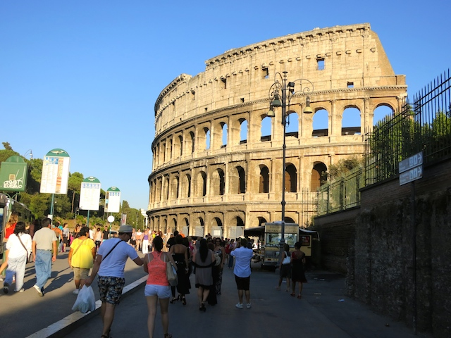 Cities in Italy, what to do in Rome, visit Colosseum