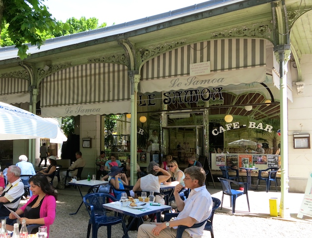 Travel guide to Vichy, France, cafe culture