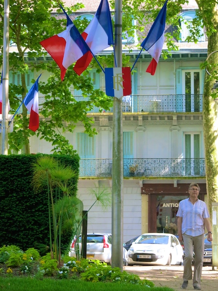 Travel guide to Vichy in France, flags