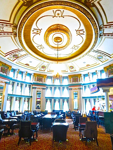 Fort Garry Hotel bar, Winnipeg Manitoba