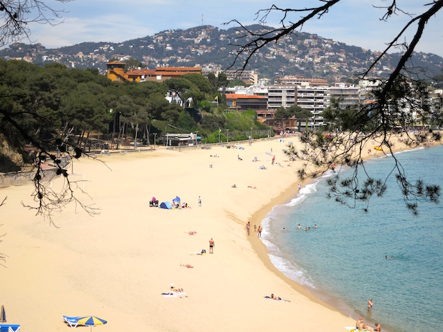 http://wanderingcarol.com/wp-content/uploads/2015/05/Fenals-Beach-one-day-in-Lloret-de-Mar-Costa-Brava-Spain.jpg