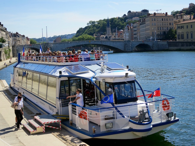 What to do in Lyon, boat cruise