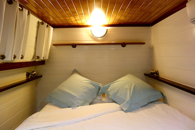 Athos hotel barge bedroom