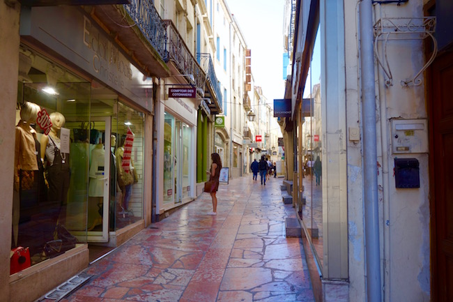 Narbonne things to do, visit Merchants Bridge