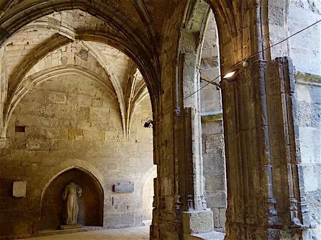 Visit Narbonne Cathedral cloister