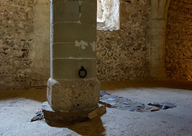 Prisoner of Chillon, pillar and chain