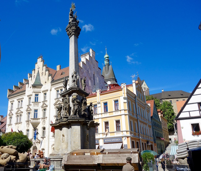 one-day-in-locket-czech-republic-day-trip-from-karlovy-vary