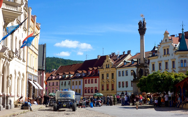 one-day-in-loket-czech-town-square