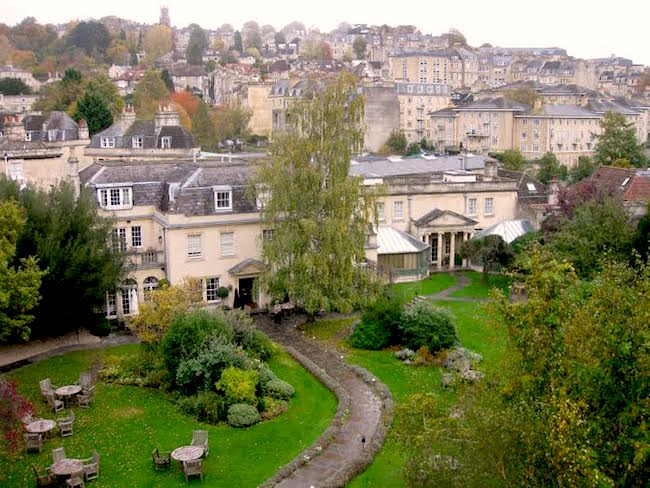 spa-like-jane-austen-in-bath-uk-city-scene