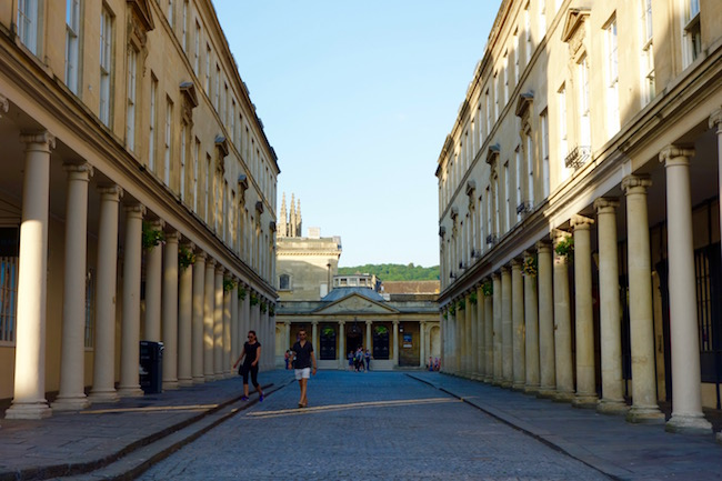 spa-like-jane-austen-in-bath-street-scene