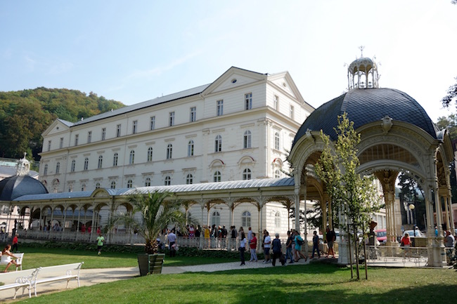 things-to-do-in-karlovy-vary-park-colonnade