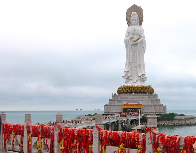 flying-to-asia-with-ultimate-class-airfare-statue-on-hainan-island