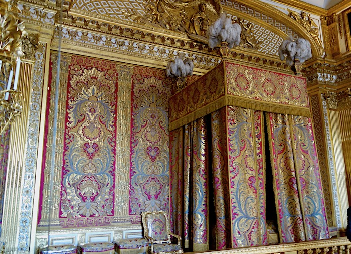 The best way to tour Versailles guided tour King's Bedroom