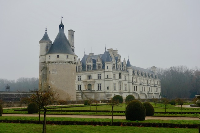 Visiting Loire Valley chateaux Chenonceau