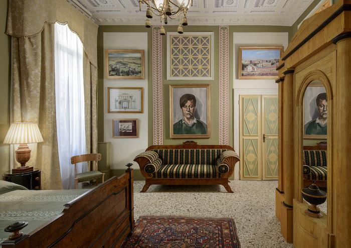 Bedroom in Palazzo Grimani luxury apartment rental Venice Italy