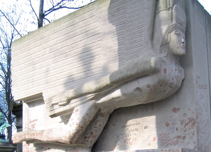 Oscar Wilde grave in Paris