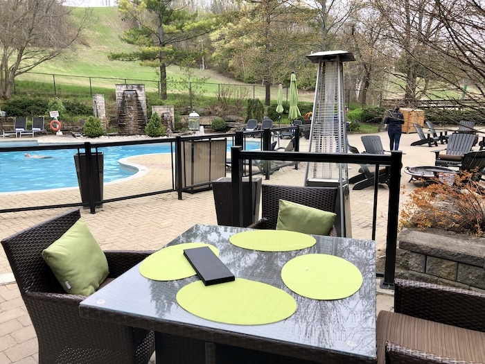 Hockley Valley restaurants, outdoor restaurant overlooking pool