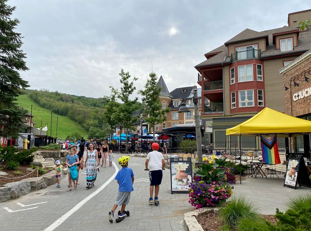kids on scooters at blue mountain ontario